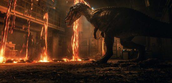 恐竜が炎の中にいます