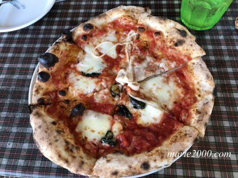 青いナポリインザパークのマルゲリータピザ