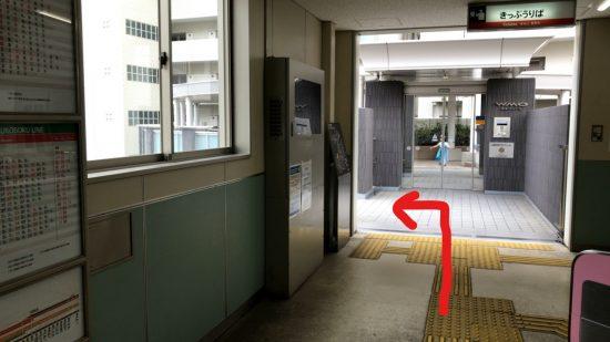 堺東駅北東口駅を出たら右へ