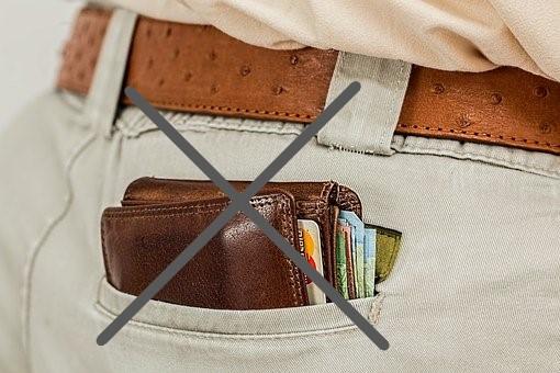 お尻ポケットに財布